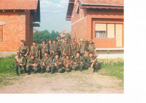 Pripadnici 3.s,3. bojne_treći s lijeva stoji Dejan Pavić, čuči Ivica Mikas