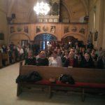 crkva puna vjernika